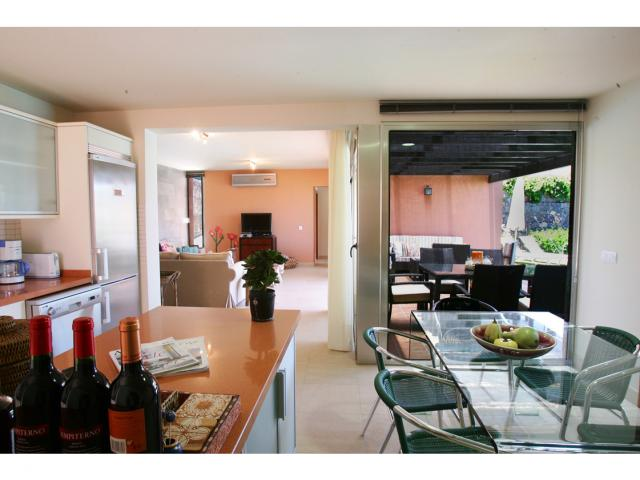 Luxury 3 bedroom 2 bathroom villa on the Salobre Golf Resort, near Maspalomas Gran Canaria sleep up to 6 people.